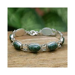 Handcrafted Sterling Silver 'Eternal Love' Jade Bracelet (Guatemala)