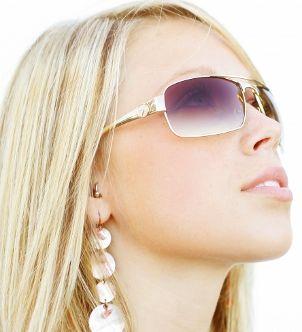 Pretty blonde wearing geometric drop earrings and sunglasses