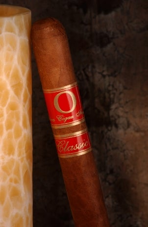 An attractive flavored cigar with a red ring
