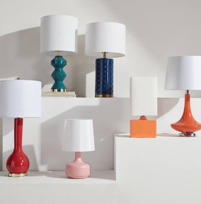 Add classic elegance to your home when one of Overstock.com's table lamps.